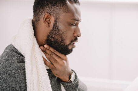 Is it possible to naturally cure a sore throat in a day?